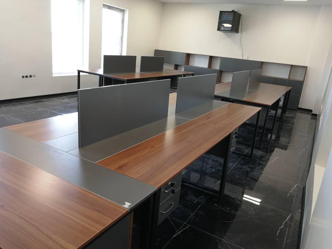 کار تیمی E 501 - میز پایه فلزی