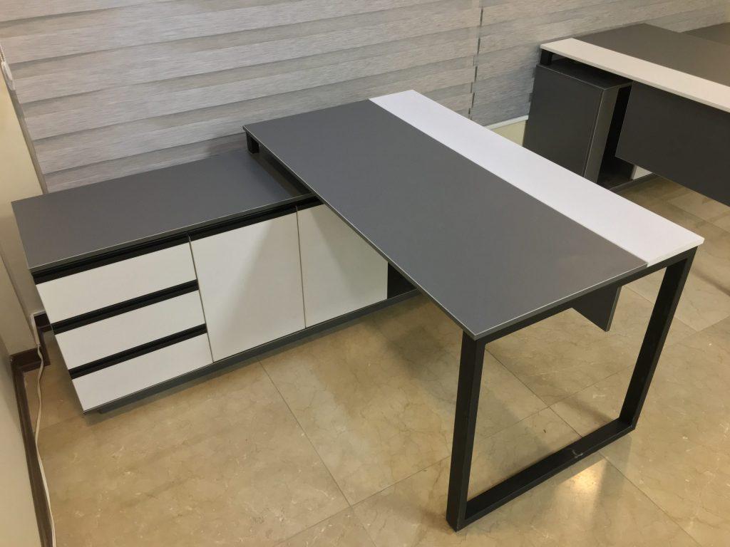 IMG 3937 scaled e1627804546784 1024x768 - میز پایه فلزی